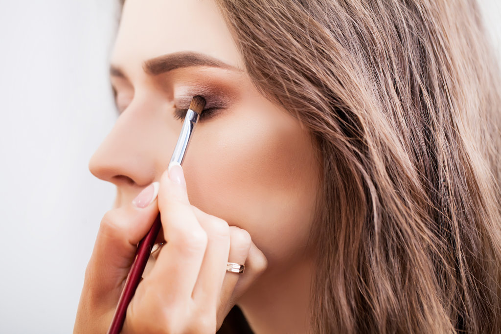 makeup tips for your eyelash extensions_eyeshadow